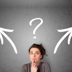 Meisje kiezen vraagteken